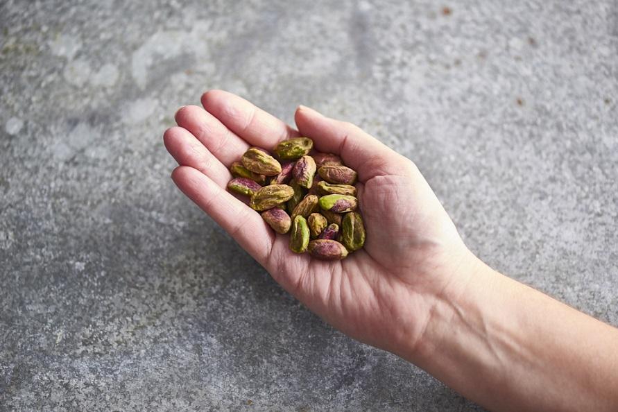 دستی پر از پسته - اثر هیومیک اسید در پسته